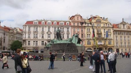 Praça histórica no centro de Praga
