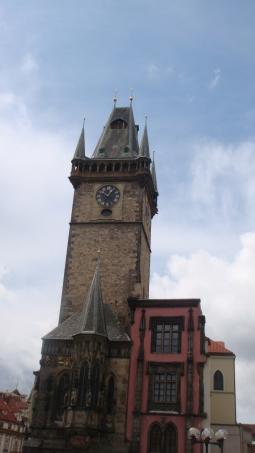 Torre da prefeitura, onde fica o relógio astronômico