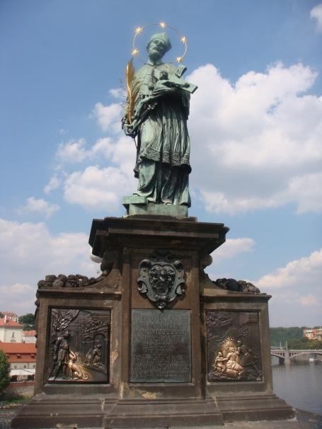 Estátua de São João Nepomuceno na Karluv Most